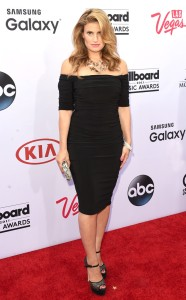 rs_634x1024-150517162817-634.Idina-Menzel-Billboard-Music-Awards.jl.051715